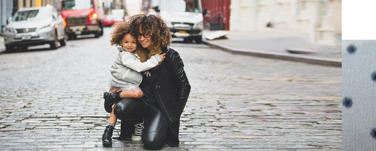 Vier de feestdagen met sieraden voor moeder en dochter